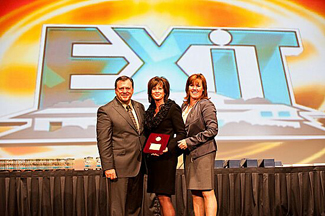 Canadian President for EXIT Realty Corp. International is Honoured at Annual Convention